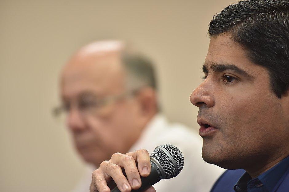 Neto comenta fala de filho de Bolsonaro sobre STF: 'Inaceitável'