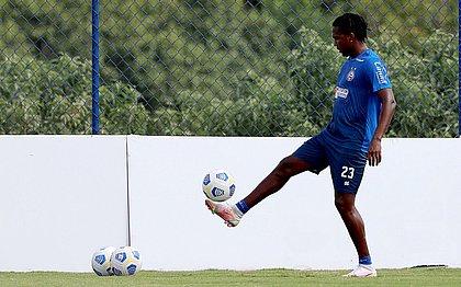 Hugo Rodallega treina na Cidade Tricolor e se prepara para estreia pelo Esquadrão