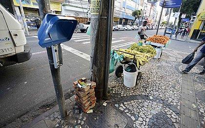 Vandalismo e furto de lixeiras em Salvador geram prejuízo de R$ 15 mil por mês