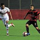 Gabriel Silva (à esquerda, pelo Internacional) enfrentou Vitória no Brasileiro de Aspirantes