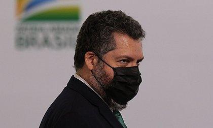 Ministro Ernesto Araújo pede demissão após atrito com senadores