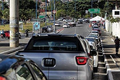 Segunda dose de vacina para idosos provoca fila de 1h30 na Arena Fonte Nova