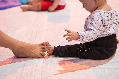 Especialistas explicam como a dança estimula o desenvolvimento dos bebês