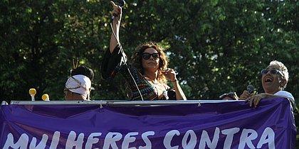 'Pela paz e contra a opressão', diz Daniela Mercury sobre manifestação