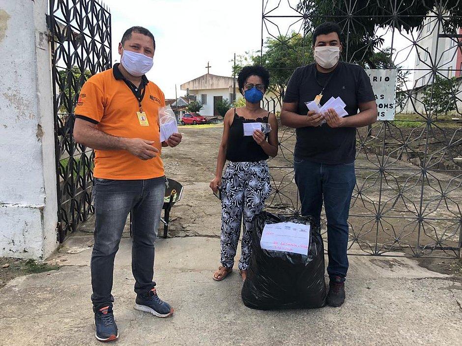 Doação de máscaras ao Abrigo São Francisco de Assis, em Itabuna