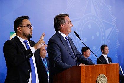 Bolsonaro diz que fake news faz parte da vida: 'quem nunca contou uma mentirinha?'