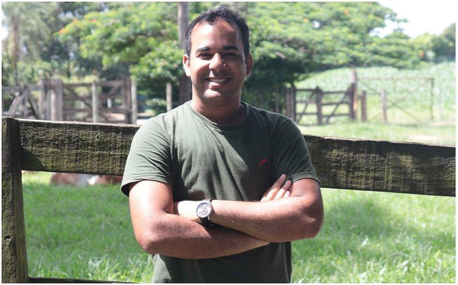 Professor de Libras cria plataforma que auxilia surdos durante pandemia de covid-19