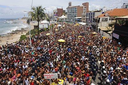 Ônibus, táxi, carro, metrô, moto: o que você precisa saber para chegar e sair do Carnaval