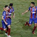 Ronaldo comemora gol que abriu caminho para a vitória tricolor em Pituaçu