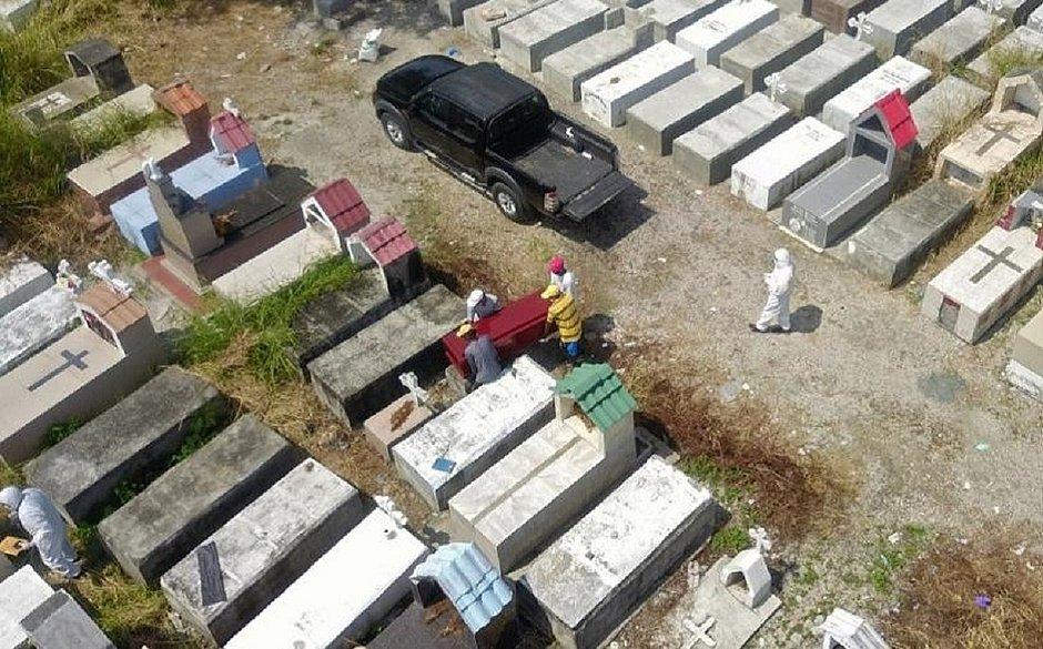 Equador: quase 800 corpos são retirados das casas de Guaiaquil, foco da covid-19