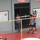 Felipe Gedoz e Zé Ivaldo entram na sala de fisiologia do Vitória