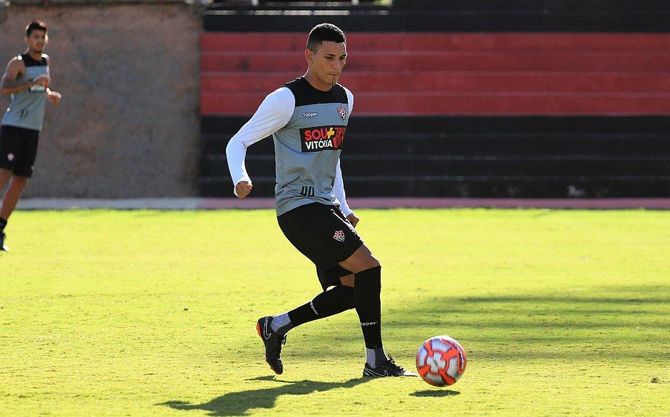 f156b2c379277 O volante Léo Gomes é uma das apostas do técnico Marcelo Chamusca para o jogo  contra o Bahia de Feira (Maurícia da Matta   EC Vtória)