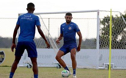 O zagueiro Ignácio durante treino do Bahia