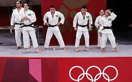 Judô brasileiro sofre 2 derrotas e deixa Tóquio sem medalha na briga por equipes