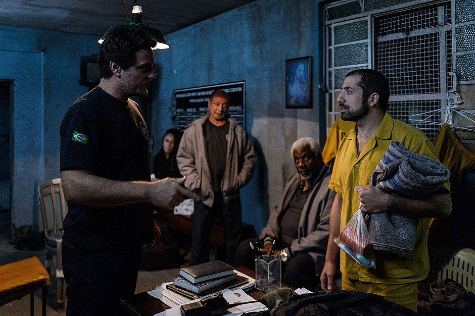 Carcereiros - O Filme aposta em mais ação para conquistar público das telonas