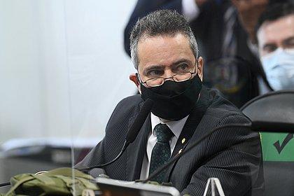 Na CPI, Franco critica exigências da Pfizer para venda de vacina