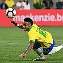 Neymar entrou na etapa final do amistoso contra o Peru, mas não conseguiu evitar a derrota do Brasil
