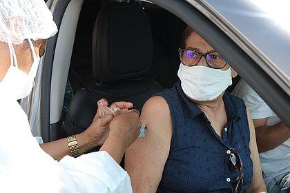 Salvador amplia vacinação para pacientes de hemodiálise, técnicos de saúde e farmacêuticos