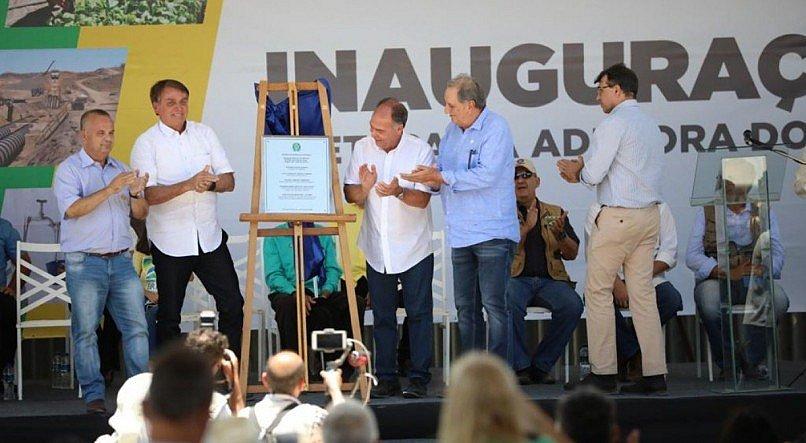 Bolsonaro inaugura obra hídrica em PE sem máscara e promove aglomeração
