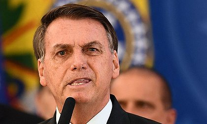 Juíza rejeita relatório da AGU e dá 48h para Bolsonaro entregar exames da covid-19
