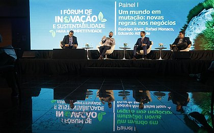O jornalista Donaldson Gomes, do CORREIO, mediou debate entre Rafael Monaco (CNI), Rodrigo Alves (Ibama-Ba), e Eduardo Athayde (WWI- Brasil), o consenso é que ninguém é sustentável sozinho