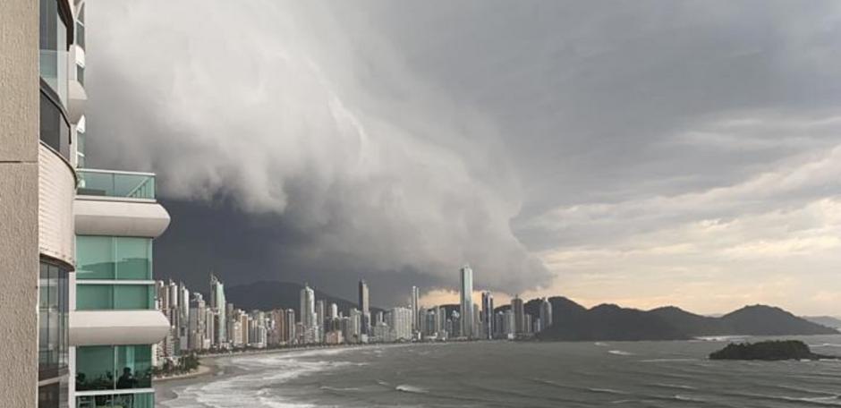 'Ciclone bomba' continua com ventos de até 130 km/h no RS e SC