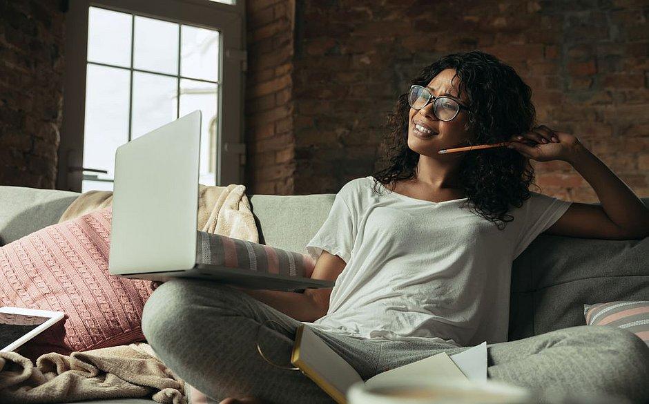 Plataformas disponibilizam capacitação online para quem está em busca de emprego