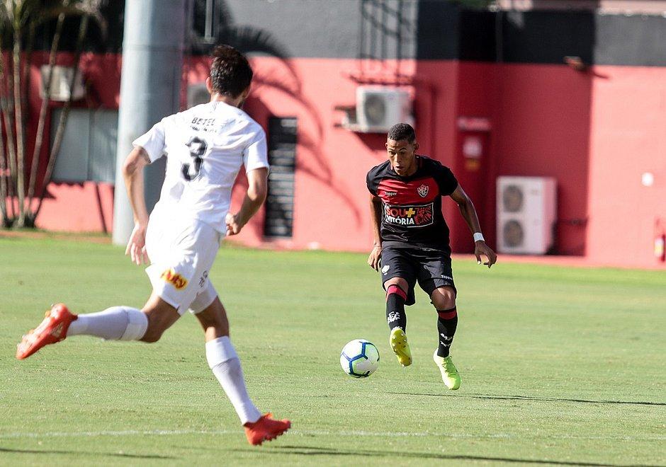Maykon Douglas em partida contra o Corinthians pelo Brasileiro de aspirantes, em maio