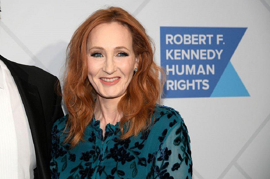 J.K. Rowling volta a causar revolta após divulgar loja que vende itens transfóbicos