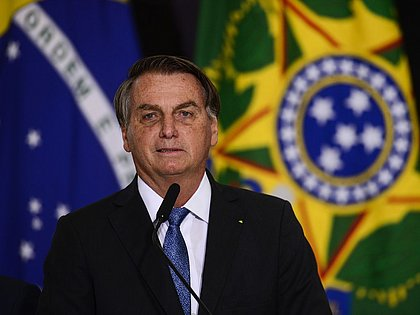 Bolsonaro anuncia novo Bolsa Família de R$ 300