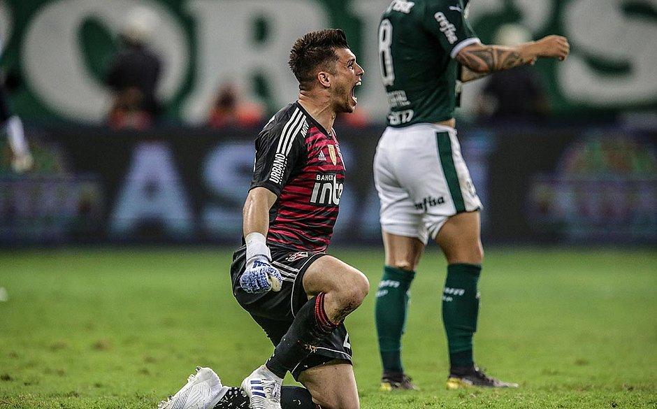 Zé Rafael perde pênalti decisivo e São Paulo elimina o Palmeiras