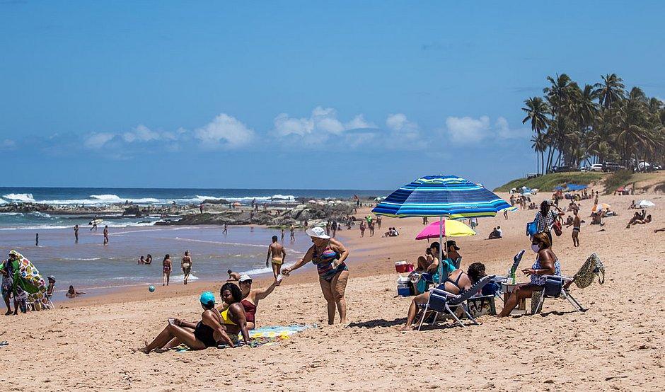 ACM Neto diz que ainda estuda liberar acesso às praias aos sábados
