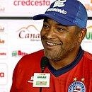 Roger Machado comemora triunfo fora de casa contra o CSA, no Brasileirão
