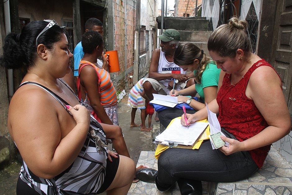 Concurso para assistência social terá 50 vagas com salários de até R$ 3,9 mil