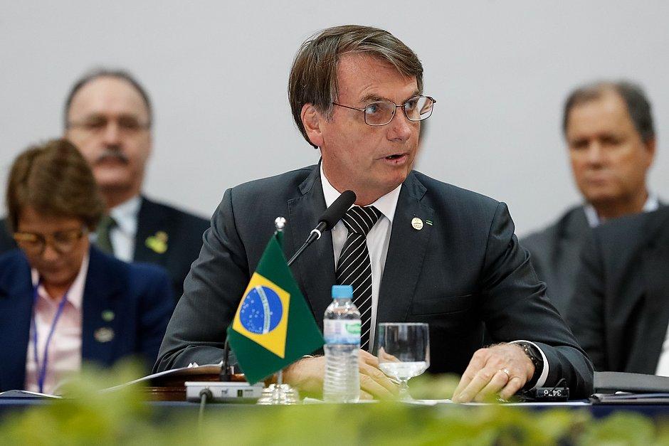 Brasil dobra para US$ 1 mil limite de compra no exterior