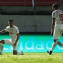 Artur, ex-Bahia, comemora seu gol a favor do Bragantino
