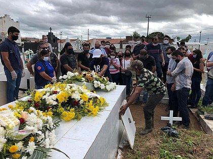 Corpo do menino Gael é enterrado sob emoção no interior da Paraíba