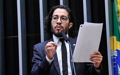 Com medo de ameaças, Jean Wyllys desiste de mandato e deixa Brasil