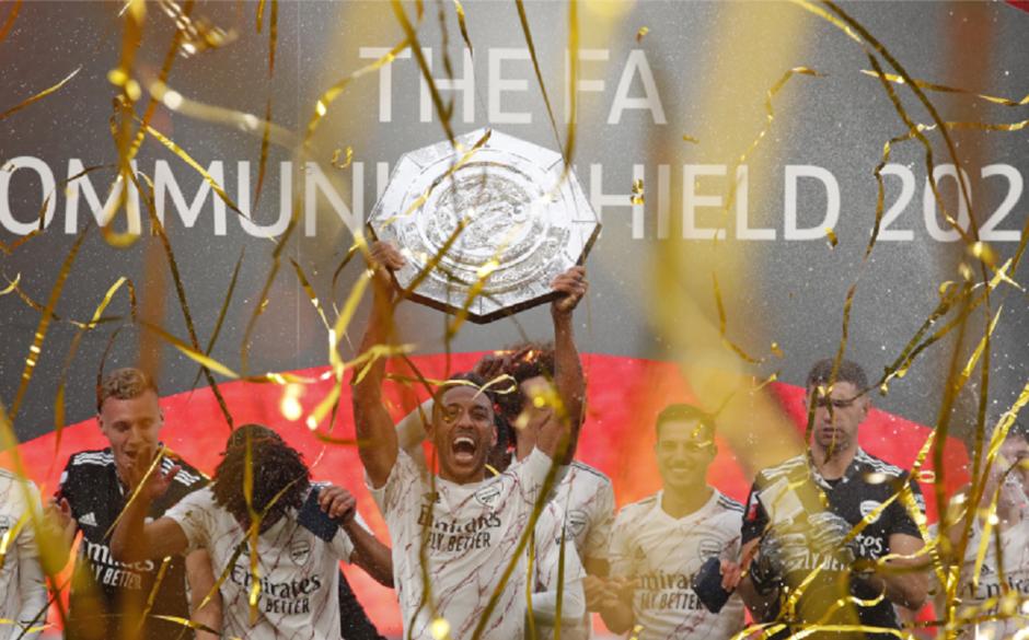 Jogadores do Arsenal comemoram título da Supercopa da Inglaterra