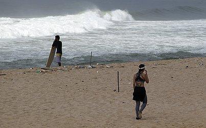 O CORREIO flagrou pessoas na praia de Armação.