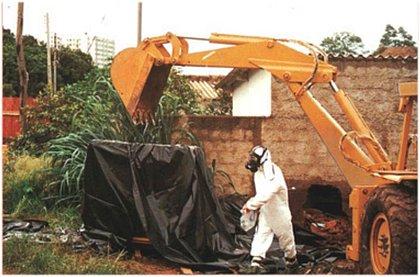 Altamente radioativo, o césio 137 foi encontrado por dois catadores de lixo em um aparelho de radiologia abandonado