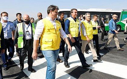 Bolsonaro participa de entrega de reforma da pista principal do principal Aeroporto de Congonhas, que voltou a receber aviões de grande porte
