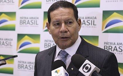Militar preso com 39kg de cocaína estaria em voo de volta com Bolsonaro, diz Mourão