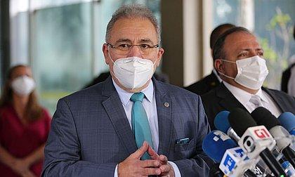 Bolsonaro dá posse a Queiroga no Ministério da Saúde em cerimônia discreta