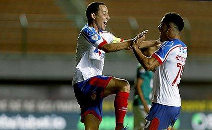 Rodriguinho comemora o gol que abriu caminho para a classificação do Bahia
