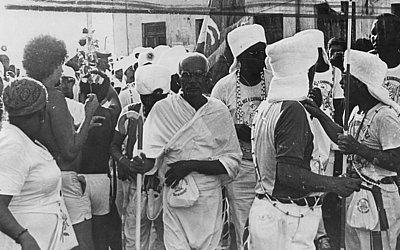 Carnaval 1987: Raimundo Queirós, que representou Gandhi no Afoxé entre 1979 e 2006