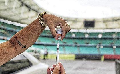 Salvador começa a vacinar pessoas de 33 anos contra a covid nesta quinta (29)