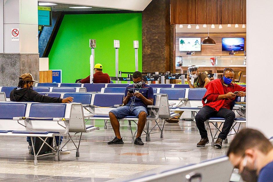 Voos são cancelados no aeroporto de Salvador por conta do mau tempo