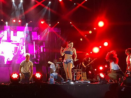 Anitta agita o público no Festival Virada Salvador