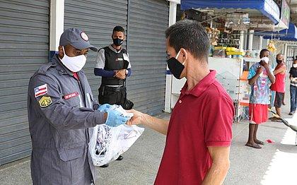 1,5 mil máscaras são distribuídas para população no Mercado de Paripe